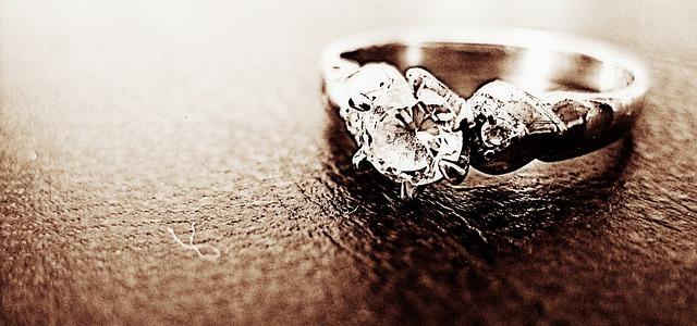 Dopřejte si originální šperky s drahokamy