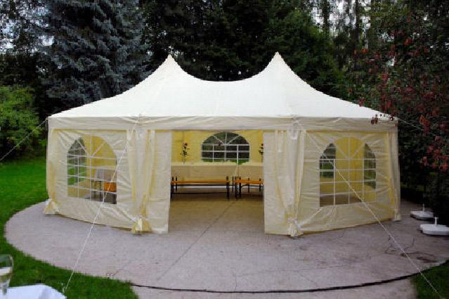 Jak vybrat kvalitní párty stan na zahradu