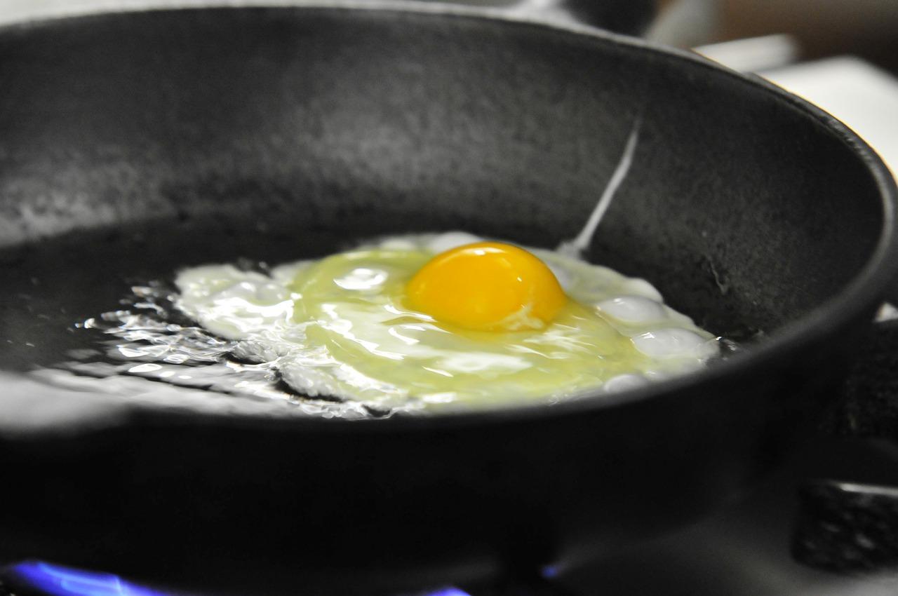 Cook Fry Egg Fried Pan Gas Stove  - SHGxMaster / Pixabay